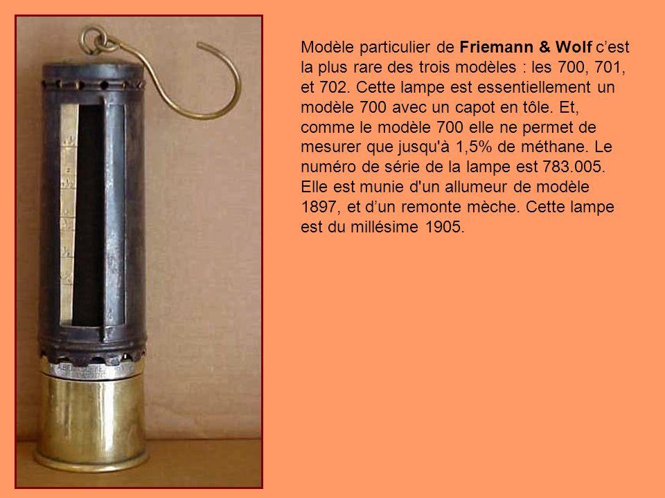 Cette lampe en laiton Pieler a été fabriquée soit parJoseph Jermir & Compagnie, Erste Ostrauer Sicherheitslammpenfabrik, ou «Union» Eisenindustrie G.M