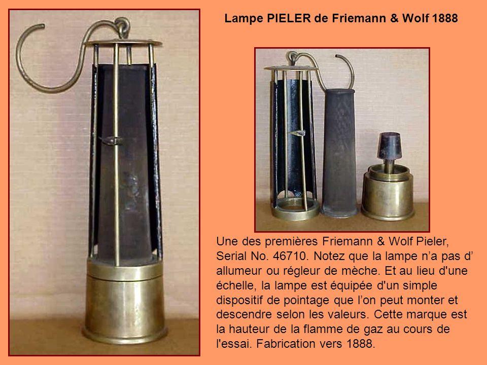 Modèle particulier de Friemann & Wolf cest la plus rare des trois modèles : les 700, 701, et 702. Cette lampe est essentiellement un modèle 700 avec u