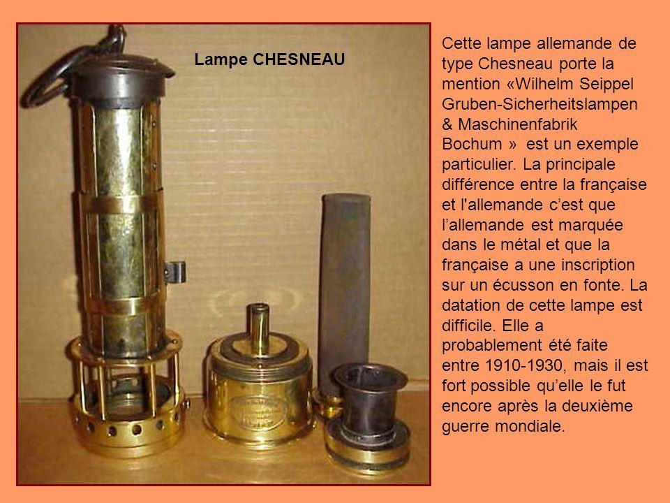 Une des premières Friemann & Wolf Pieler, Serial No. 46710. Notez que la lampe na pas d allumeur ou régleur de mèche. Et au lieu d'une échelle, la lam