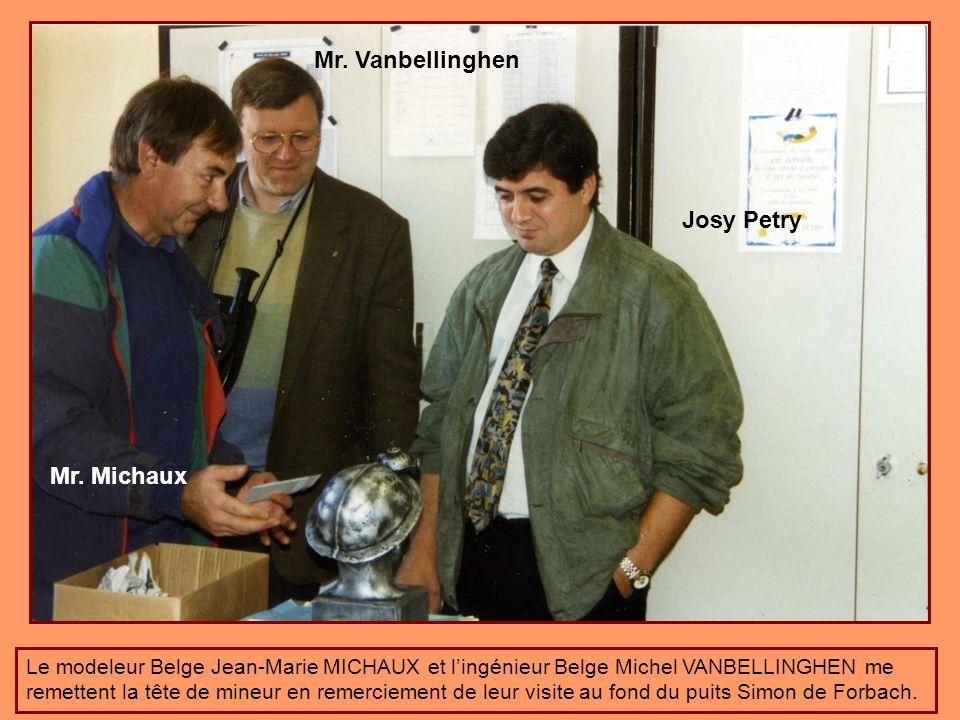 Tête de mineur reçu en cadeau de départ par le modeleur Belge Mr. Michaux Jean-Marie de Marcinelle. Modèle unique marqué puits Simon !