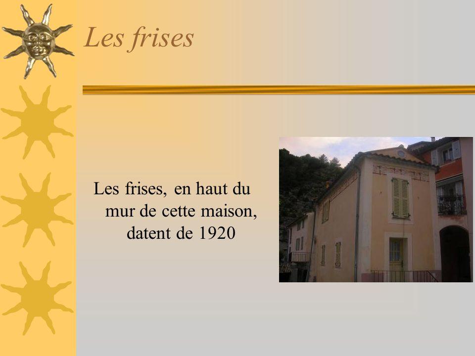 Les frises Les frises, en haut du mur de cette maison, datent de 1920
