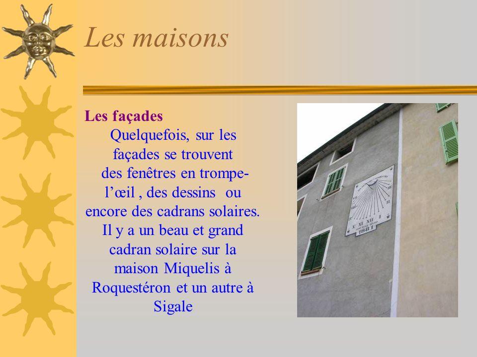 Les maisons Les façades Quelquefois, sur les façades se trouvent des fenêtres en trompe- lœil, des dessins ou encore des cadrans solaires.