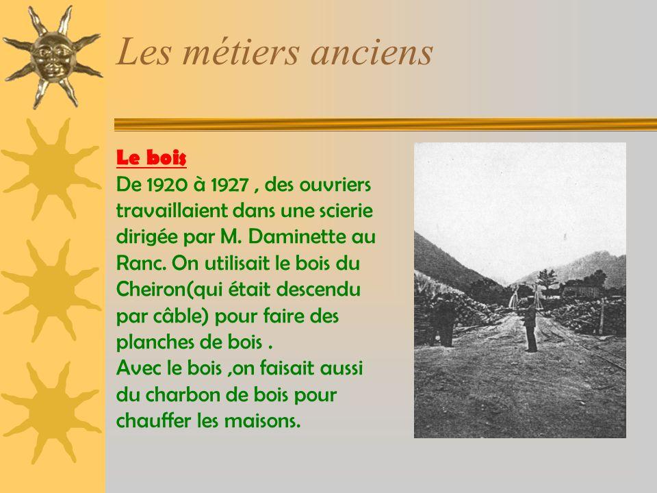 Le bois De 1920 à 1927, des ouvriers travaillaient dans une scierie dirigée par M.