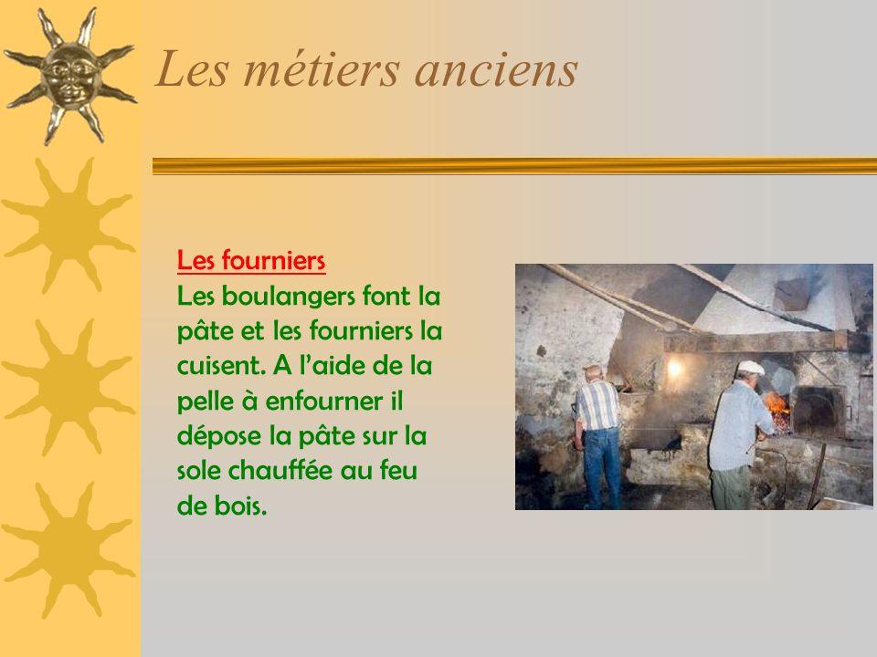 Les métiers anciens Les fourniers Les boulangers font la pâte et les fourniers la cuisent.