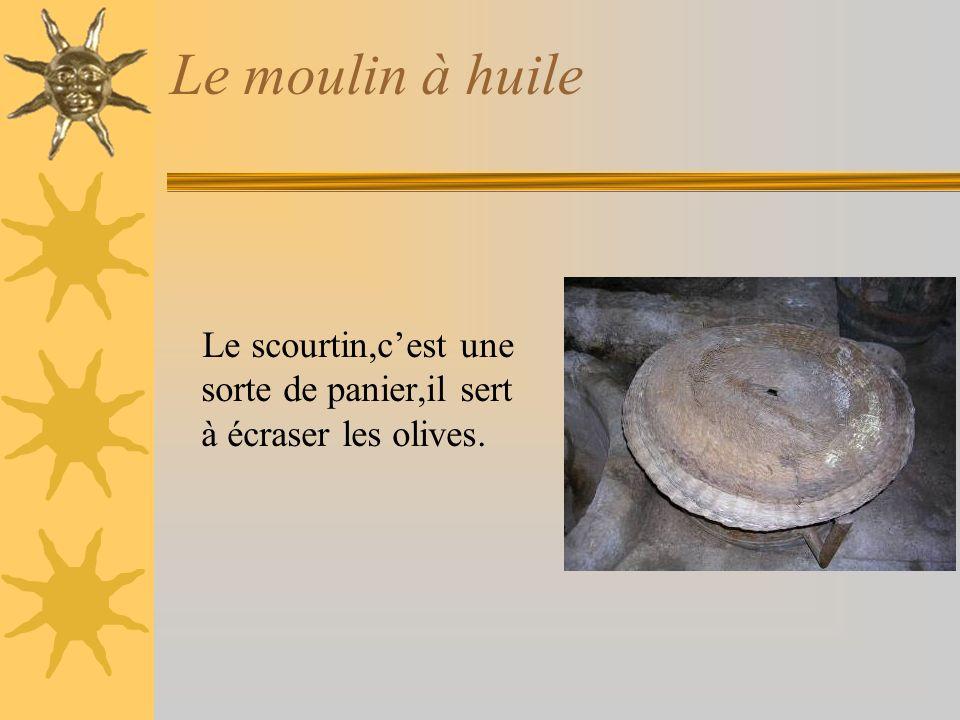 Le moulin à huile Le scourtin,cest une sorte de panier,il sert à écraser les olives.