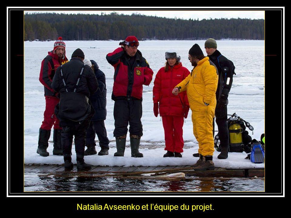 Ci-contre le passage quil a fallu ouvrir pour accéder à la mer gelée.