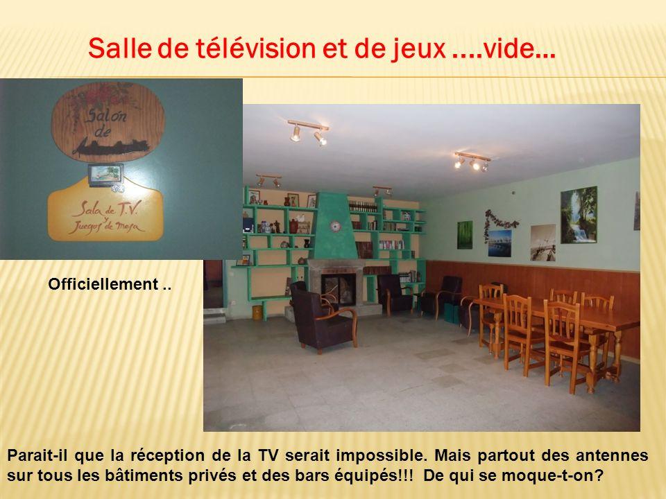 Salle de télévision et de jeux....vide… Officiellement..