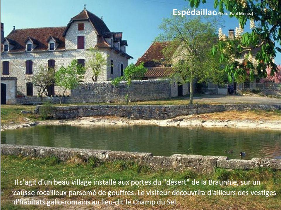 Faycelles (Photo Olivier Duglué) Le village occupe un plateau situé sur les derniers contreforts du Massif Central. Il fût un site important depuis l'