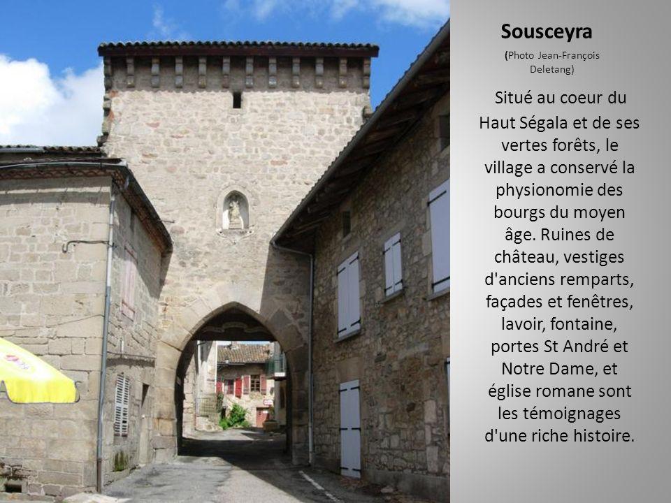 Rudelle (Photo Herman Oosterlynck) C'est une bastide créée en 1250 par Bertrand de Cardaillac sur un plan en damiers. Outre les vieilles demeures, on