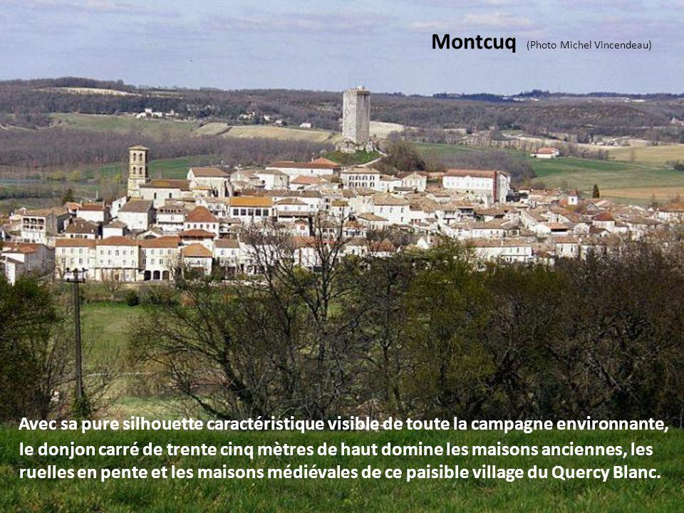 Puy l'Evêque (Photo Christian Caffin) C'est un village au charme médiéval situé sur les rives du Lot. Depuis le sommet jusqu'au bord de la rivière se