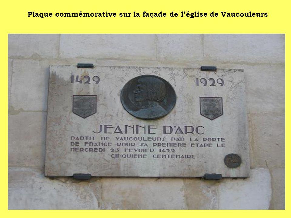Plaque commémorative sur la façade de léglise de Vaucouleurs