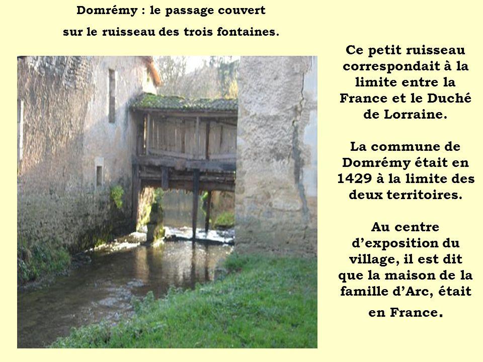 Ce petit ruisseau correspondait à la limite entre la France et le Duché de Lorraine. La commune de Domrémy était en 1429 à la limite des deux territoi