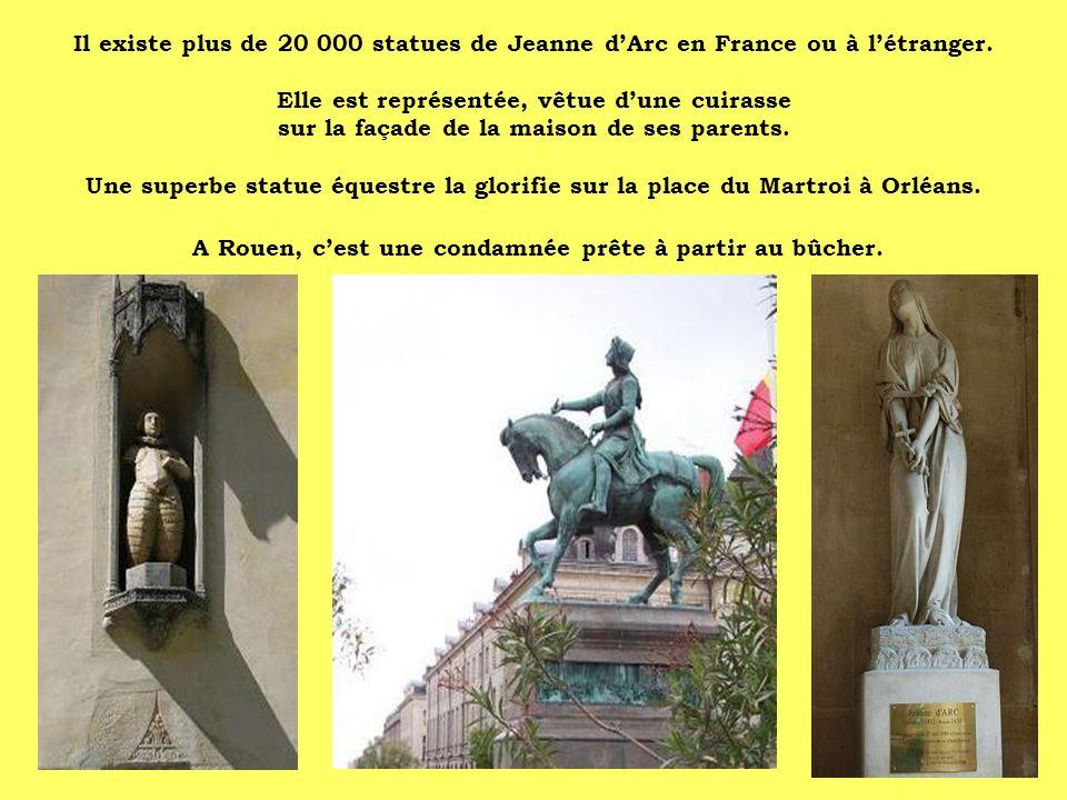 Il existe plus de 20 000 statues de Jeanne dArc en France ou à létranger. Elle est représentée, vêtue dune cuirasse sur la façade de la maison de ses