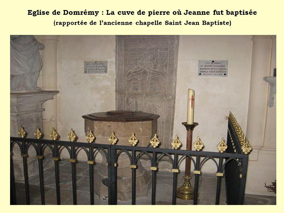 Eglise de Domrémy : La cuve de pierre où Jeanne fut baptisée ( rapportée de lancienne chapelle Saint Jean Baptiste)