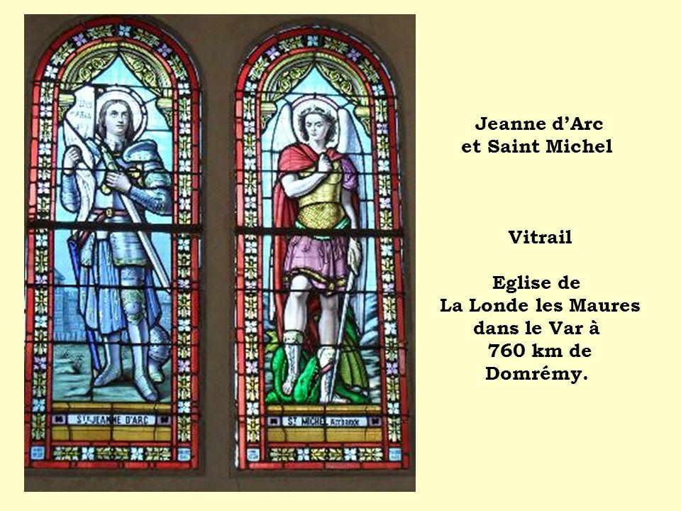 Jeanne dArc et Saint Michel Vitrail Eglise de La Londe les Maures dans le Var à 760 km de Domrémy.