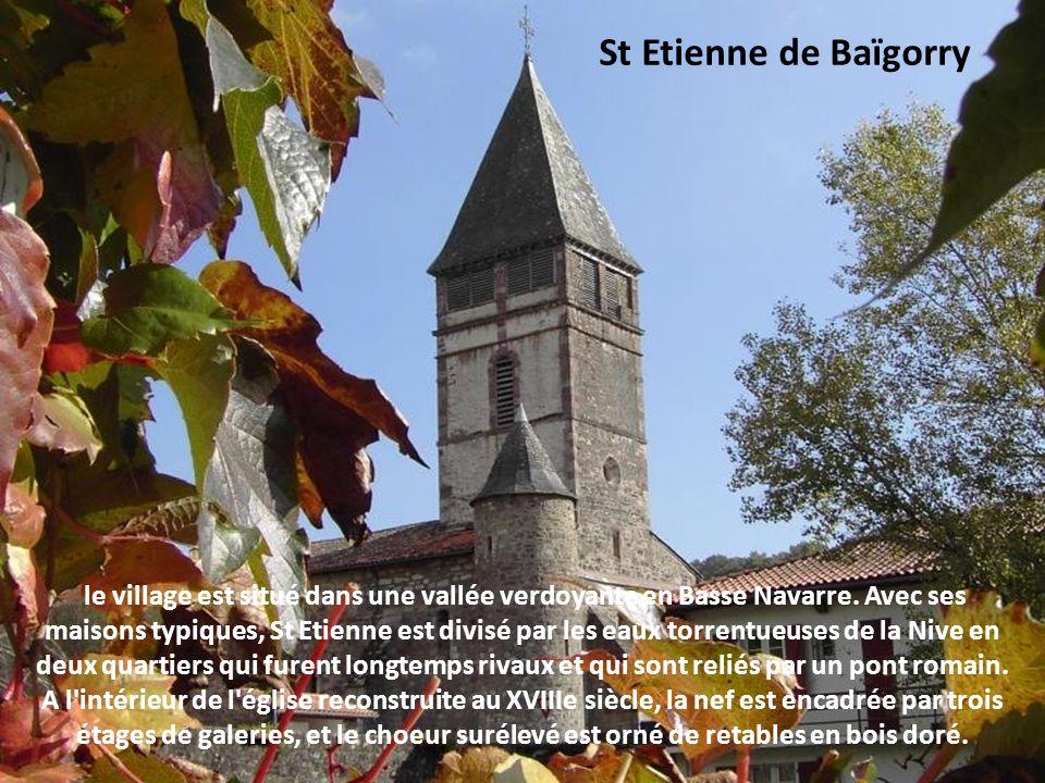 St Jean Pied de Port menacée par les convoitises espagnoles, la cité s'est dotée d'une citadelle remaniée par Vauban. Jadis prison puis refuge, elle s
