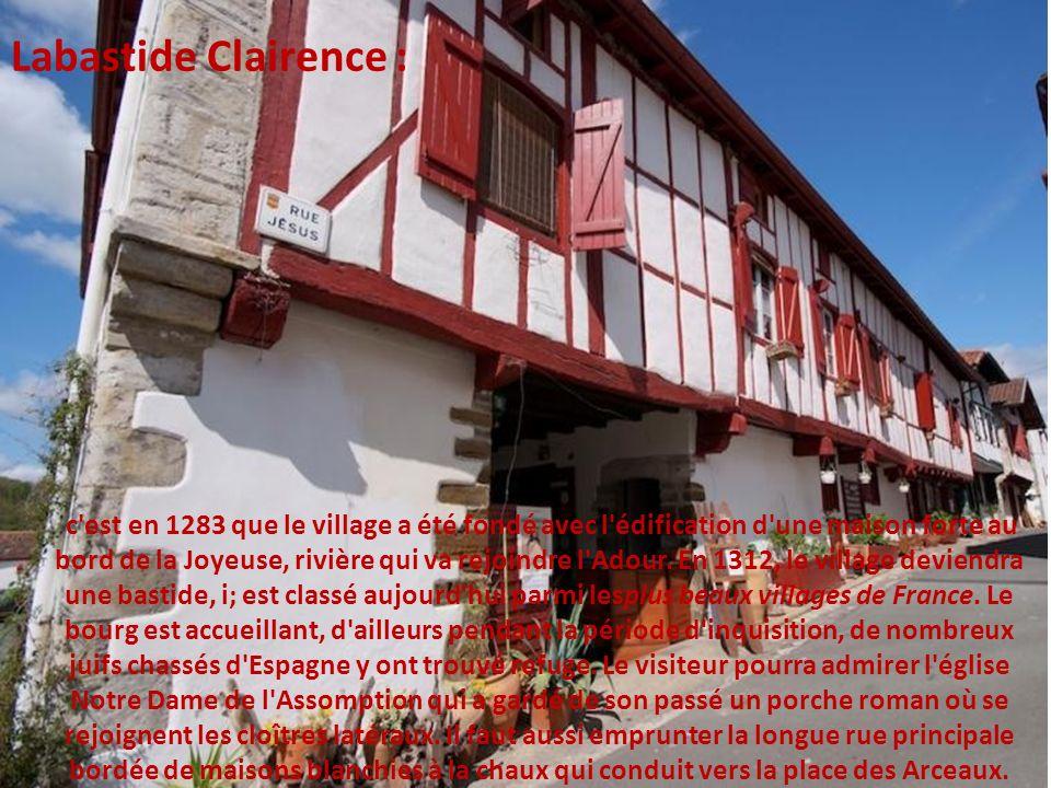 le village est situé dans une vallée verdoyante en Basse Navarre. Avec ses maisons typiques, St Etienne est divisé par les eaux torrentueuses de la Ni
