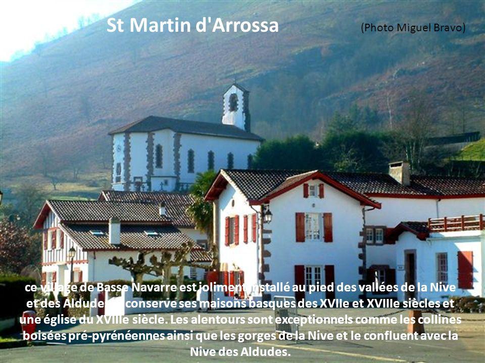 c'est en 1283 que le village a été fondé avec l'édification d'une maison forte au bord de la Joyeuse, rivière qui va rejoindre l'Adour. En 1312, le vi