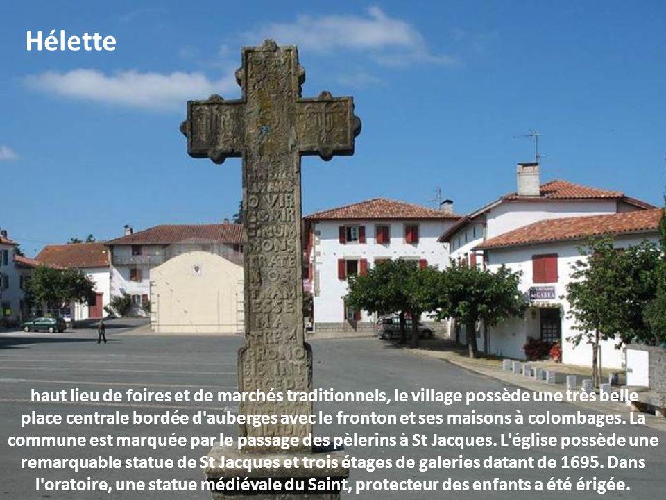 St Martin d'Arrossa ce village de Basse Navarre est joliment installé au pied des vallées de la Nive et des Aldudes. Il conserve ses maisons basques d