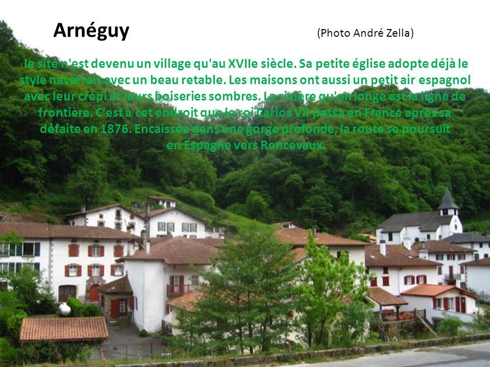 à l'origine, cette commune installée dans la vallée de la Nive fut un lieu de pacage, sans résidences fixes. Les bergers pouvaient y bâtir des cabanes