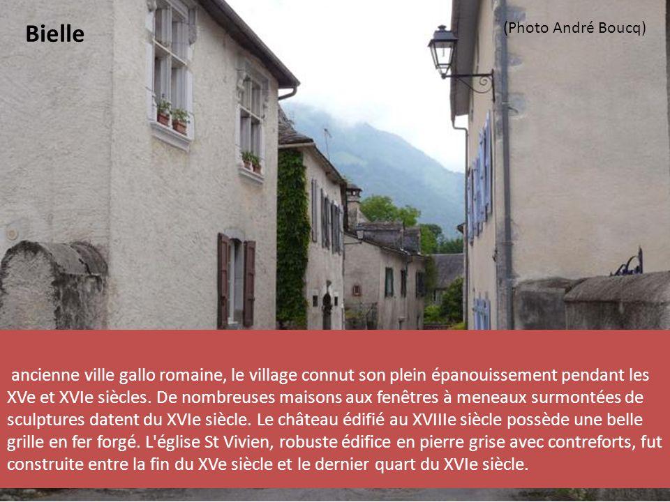 ancienne ville gallo romaine, le village connut son plein épanouissement pendant les XVe et XVIe siècles.