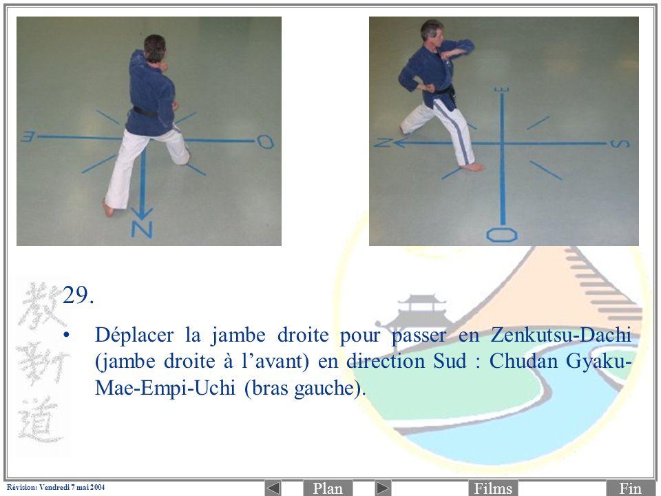 PlanFinFilms Révision: Vendredi 7 mai 2004 29. Déplacer la jambe droite pour passer en Zenkutsu-Dachi (jambe droite à lavant) en direction Sud : Chuda