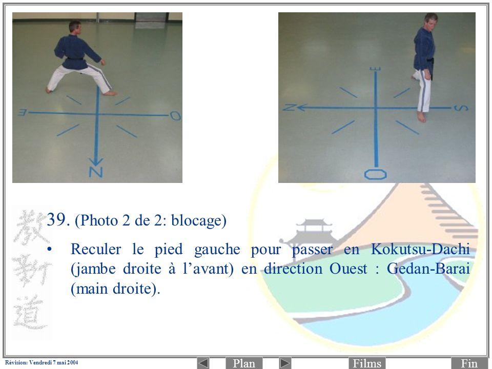 PlanFinFilms Révision: Vendredi 7 mai 2004 39. (Photo 2 de 2: blocage) Reculer le pied gauche pour passer en Kokutsu-Dachi (jambe droite à lavant) en