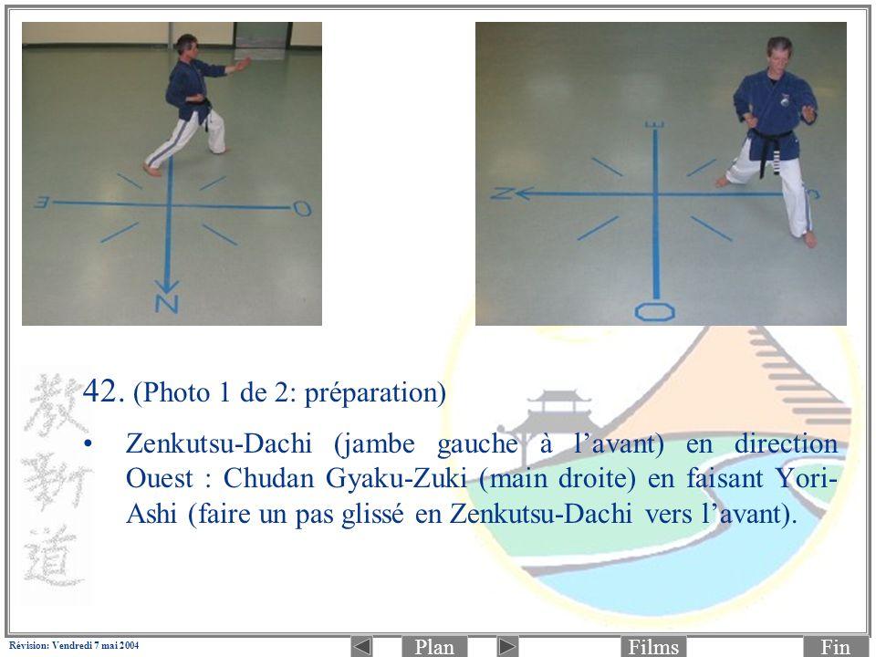 PlanFinFilms Révision: Vendredi 7 mai 2004 42. (Photo 1 de 2: préparation) Zenkutsu-Dachi (jambe gauche à lavant) en direction Ouest : Chudan Gyaku-Zu