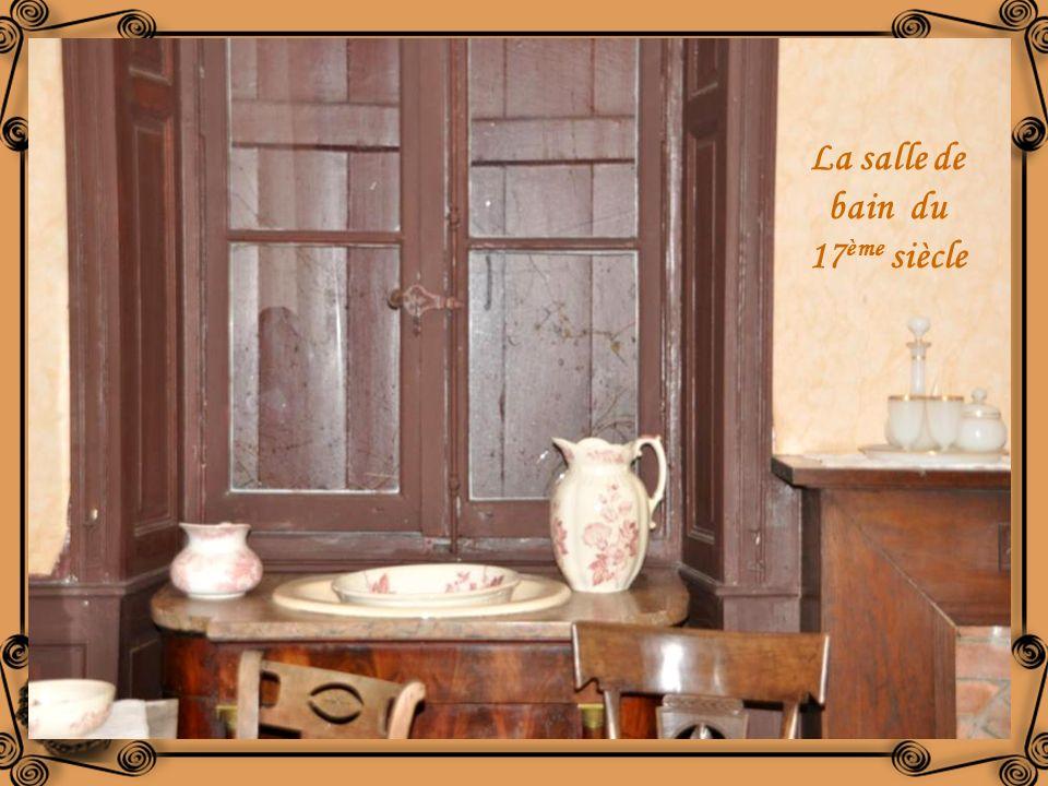 LOrangerie du 17 ème siècle abrite une exposition sur « les plantes qui soignent » Daprès lœuvre de Hilgarde de Bingen Abbesse allemande du 12 ème siè