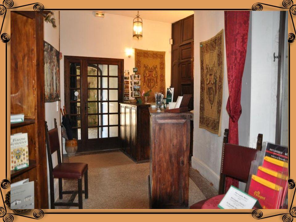 La galerie donnant de la salle de chasse à laccueil fut réalisée en 1912 à la demande de Paul de Coral