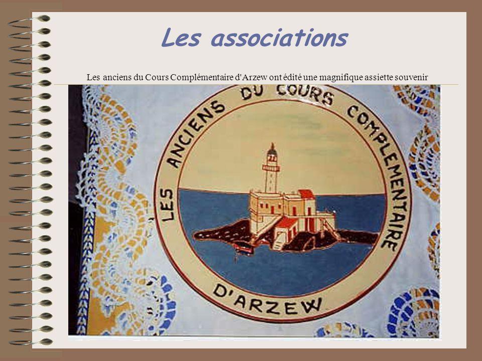 Les associations Les anciens du Cours Complémentaire d'Arzew ont édité une magnifique assiette souvenir