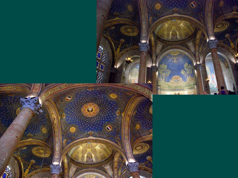 Lors de la construction entre 1919 et 1924, les mosaïques byzantines retrouvées à loccasion des fouilles, ont été incorporées à lédifice.