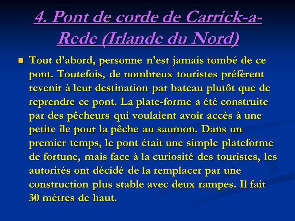CARRICK-A-REDE : Îlot basaltique relié à la côte par un « pont de corde » (câbles dacier et planches) de 20 mètres de long, se balançant à 25 m.