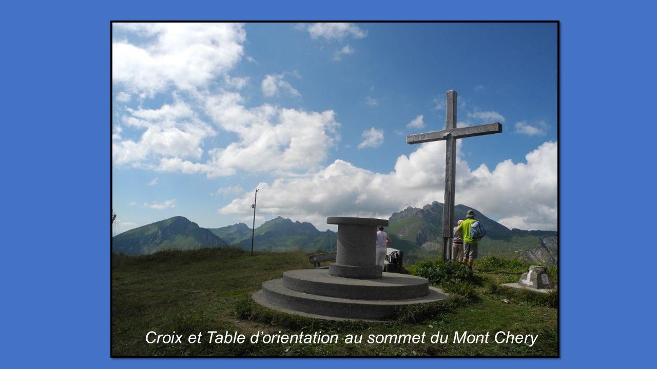 Croix et Table dorientation au sommet du Mont Chery