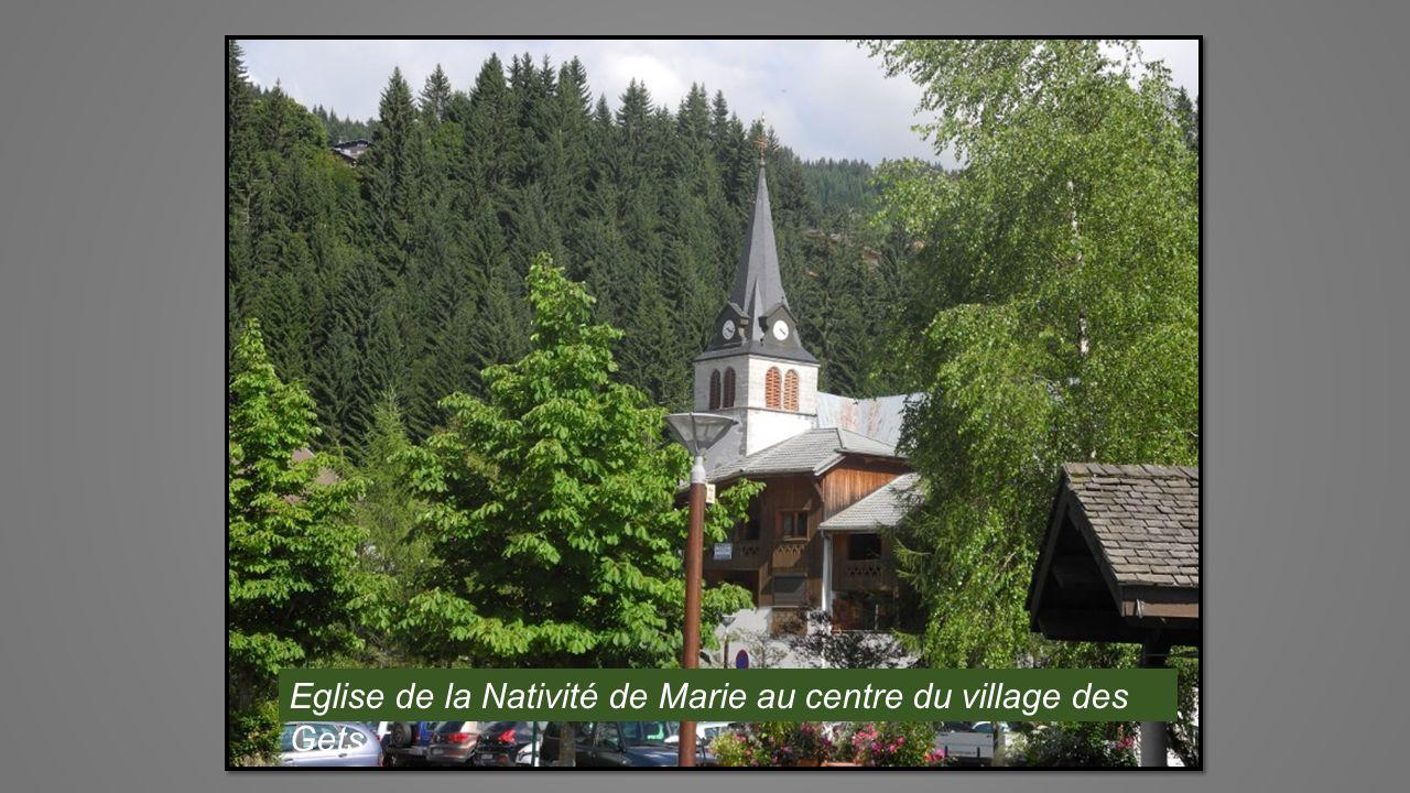 Eglise de la Nativité de Marie au centre du village des Gets