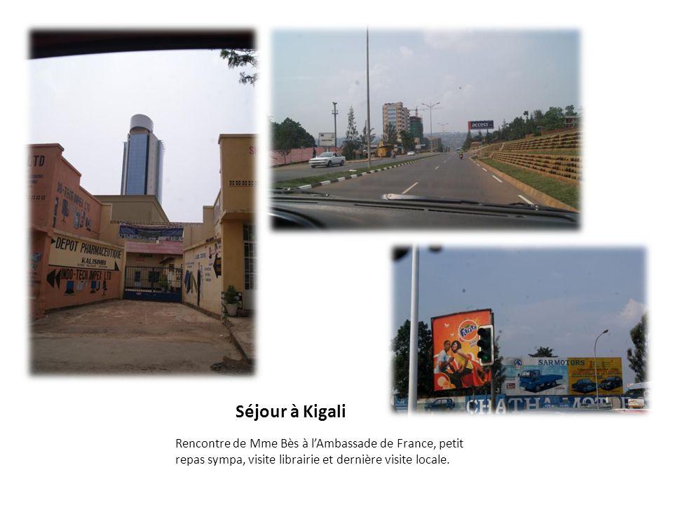 Séjour à Kigali Rencontre de Mme Bès à lAmbassade de France, petit repas sympa, visite librairie et dernière visite locale.