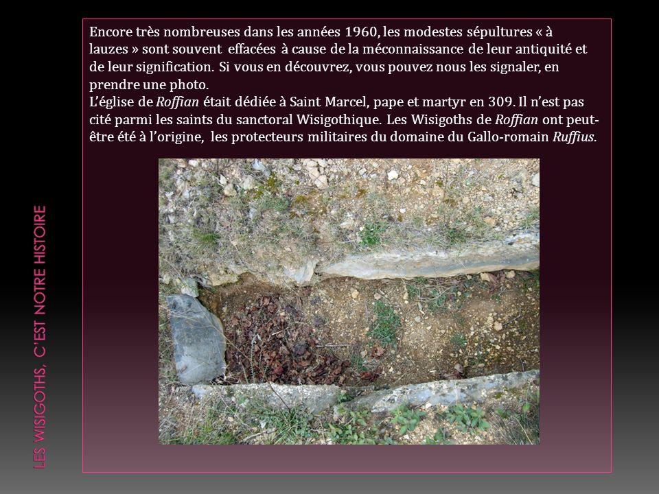 Encore très nombreuses dans les années 1960, les modestes sépultures « à lauzes » sont souvent effacées à cause de la méconnaissance de leur antiquité