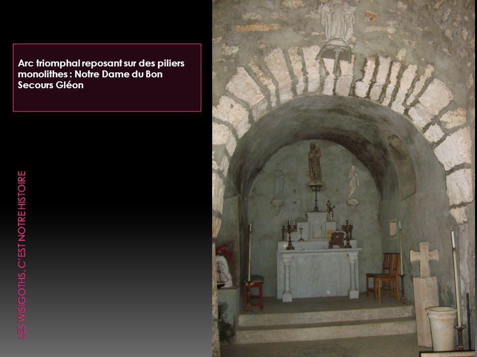 Arc triomphal reposant sur des piliers monolithes : Notre Dame du Bon Secours Gléon