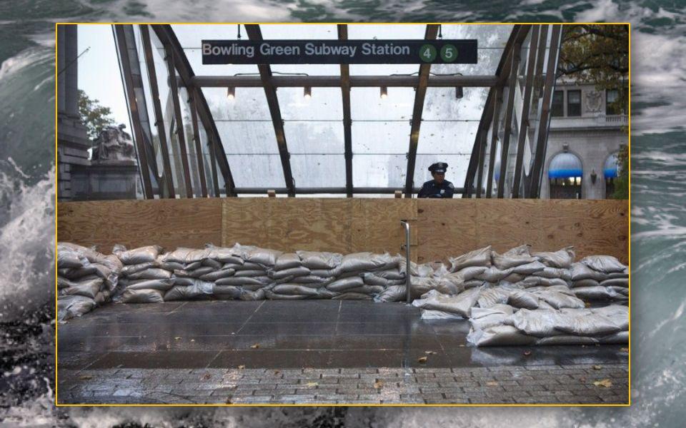à New York, plusieurs quartiers ont été totalement inondés et sept tunnels du métro sont aujourd'hui remplis d eau. l'autorité de contrôle du métro pa