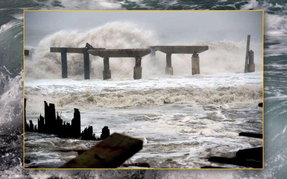 Sandy présente une taille exceptionnelle avec des vents qui s étendent à 280 kilomètres autour du centre de la tempête et des vents plus faibles qui a