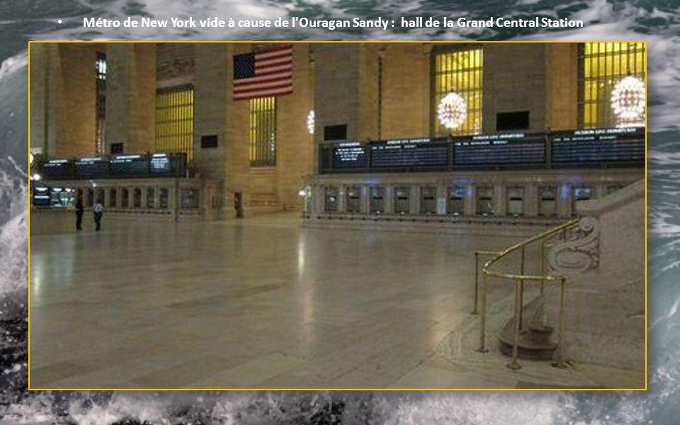 Métro de New York vide à cause de l Ouragan Sandy : hall de la Grand Central Station