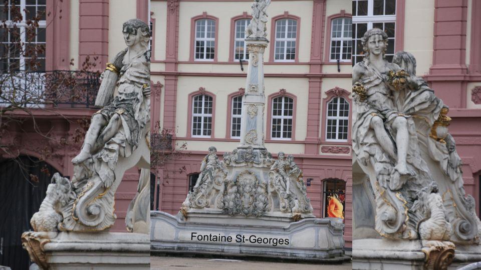 La place du marché Fontaine du Marché et St-Gangolf