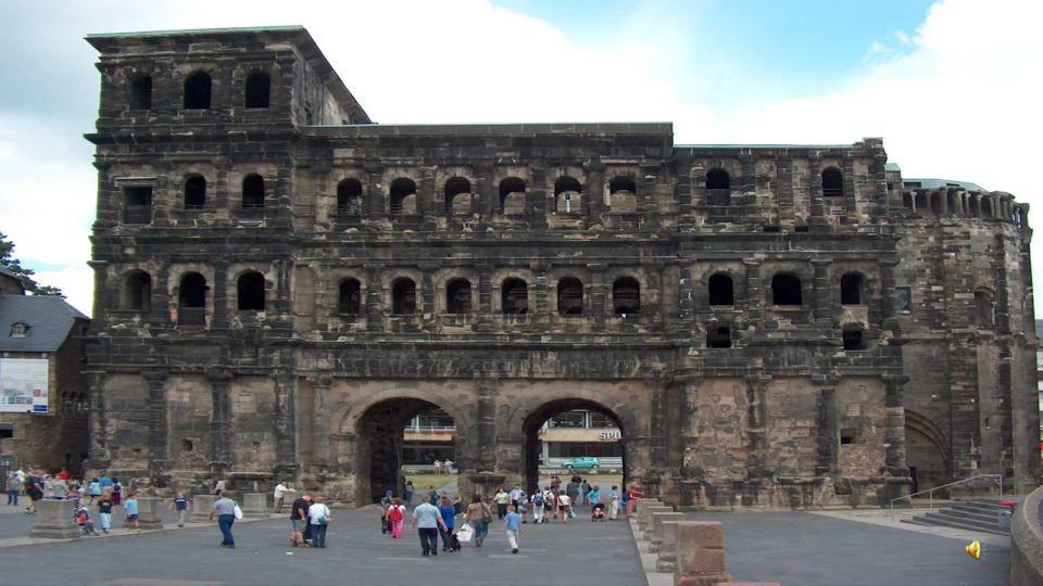 La porte Nigra, symbole de Trèves