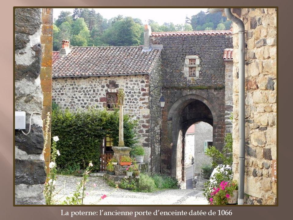 Courtines et tours de la muraille Entrée du château