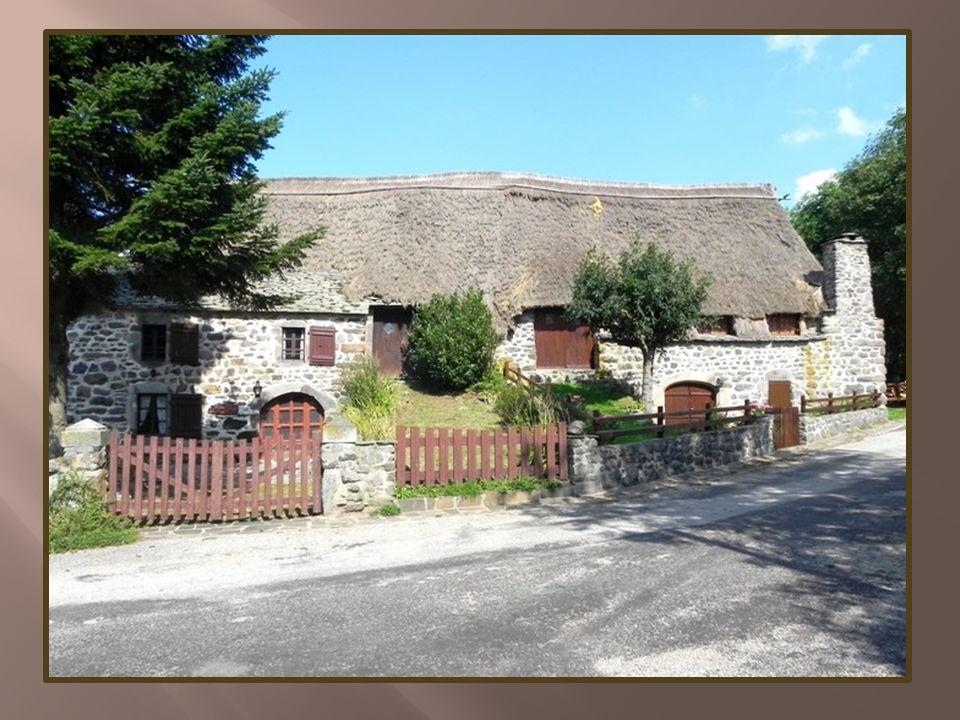 Isolé, à l écart des grands axes routiers, ce hameau a préservé une architecture de grande harmonie.