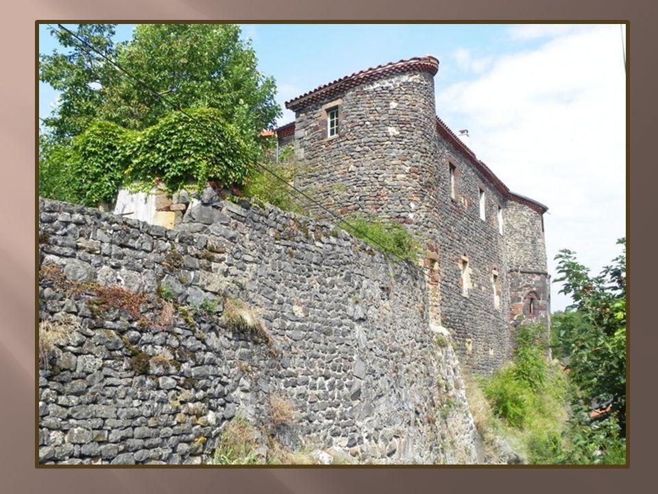 Saint-Privat dAllier perché sur son éperon rocheux