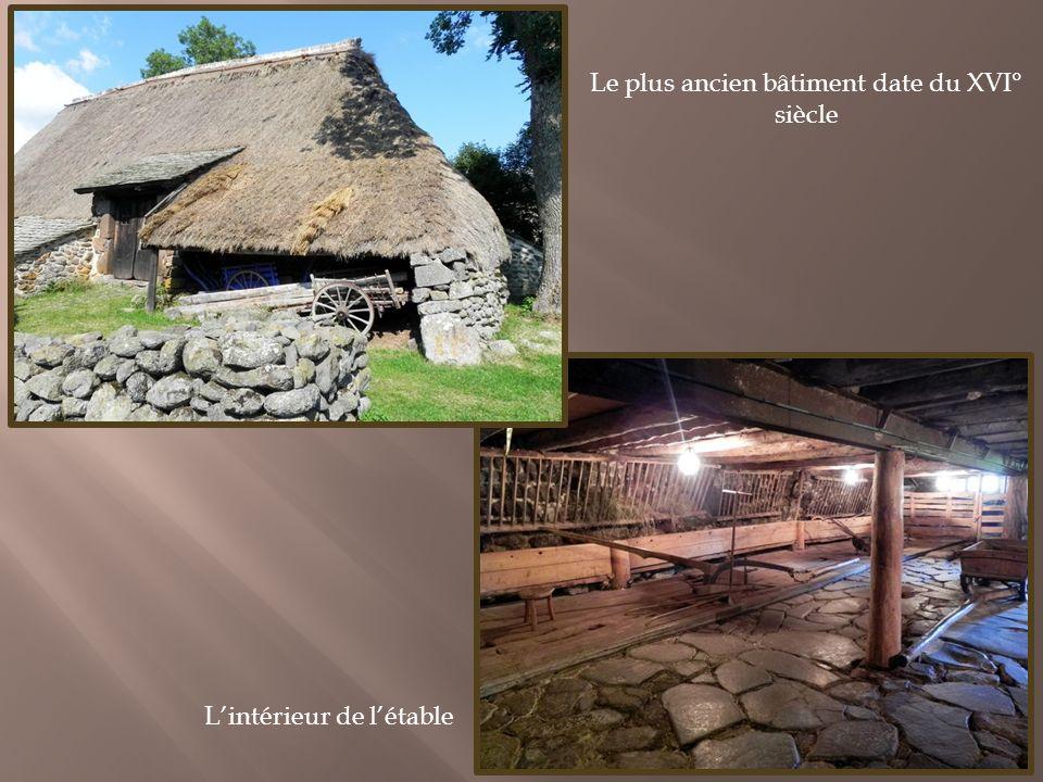 Une de ces chaumières, la ferme des Frères Perrel, a été restaurée et réaménagée en musée darts et de traditions populaires