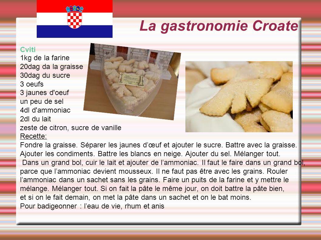 La gastronomie Croate Cviti 1kg de la farine 20dag da la graisse 30dag du sucre 3 oeufs 3 jaunes d'oeuf un peu de sel 4dl d'ammoniac 2dl du lait zeste