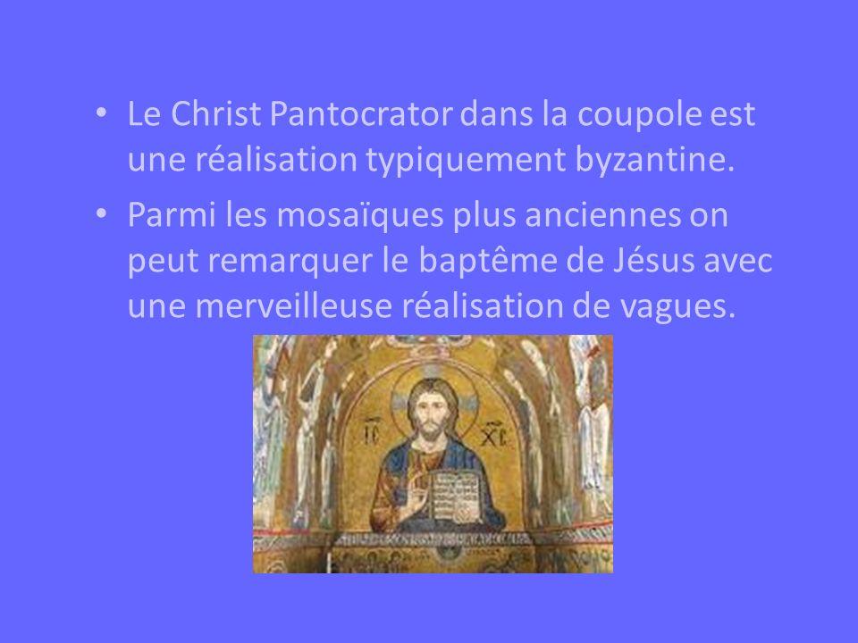 Le Christ Pantocrator dans la coupole est une réalisation typiquement byzantine. Parmi les mosaïques plus anciennes on peut remarquer le baptême de Jé