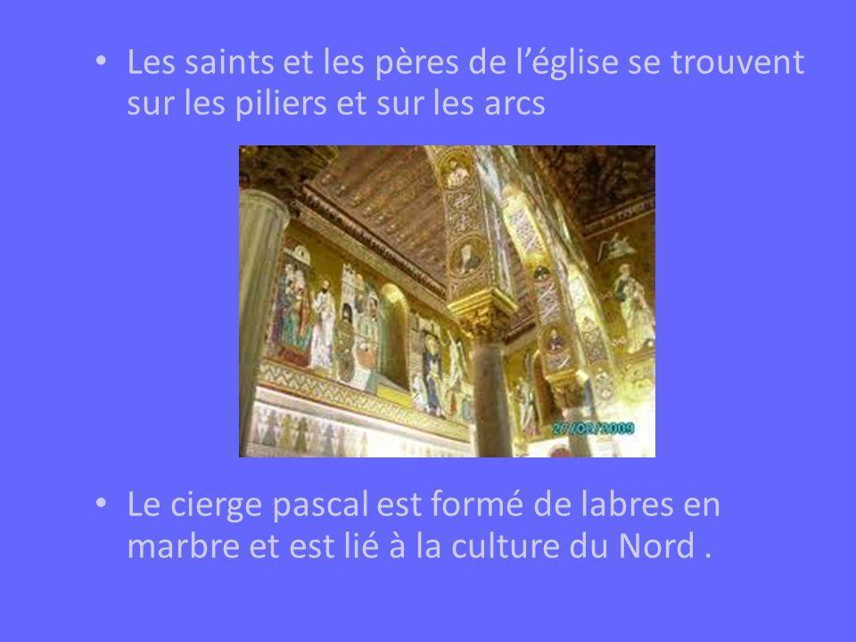 Les saints et les pères de léglise se trouvent sur les piliers et sur les arcs Le cierge pascal est formé de labres en marbre et est lié à la culture